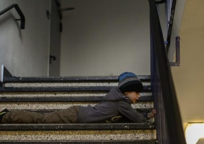 Miguel auf der Treppe.